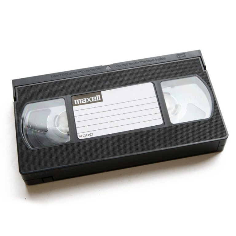 Meillä kaikilla on VHS-nauhoja ullakot pullollaan.